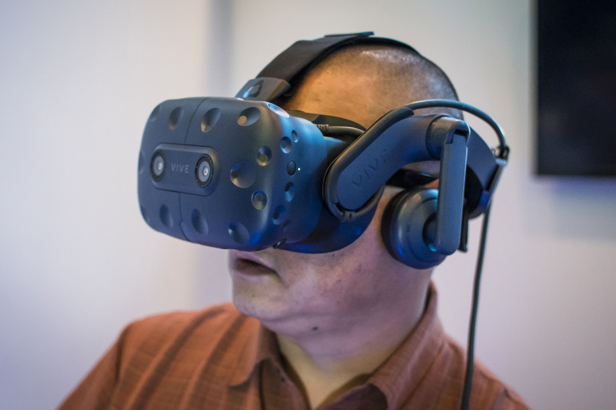 HTC announces Vive Pro headset, wireless Vive adaptor