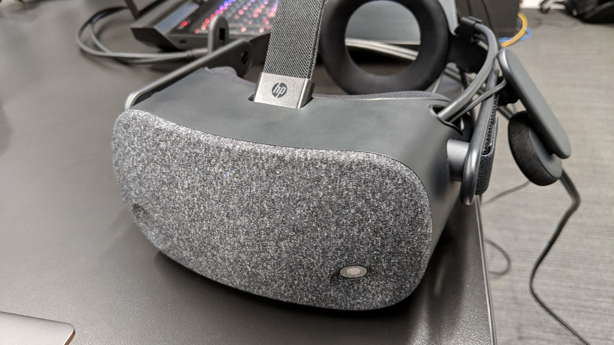 HP unveils Reverb high-res VR headset
